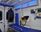Fiat Ducato - ambulans, widok wnętrza przedziału medycznego od drzwi bocznych.