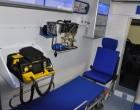 Fiat Ducato - ambulans, widok wnętrza przedziału medycznego i aparatury medycznej.