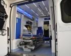 Fiat Ducato, ambulans, widok wnętrza przedziału medycznego przy otwartych drzwiach tylnych.